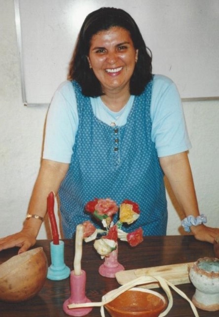 Lucelly Munoz Castillo teaches about Day of the Dead in Yucatan (Photo courtesy Debbie Helgerson.)