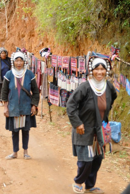 Akhu women at the trail head.
