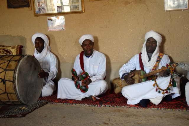 Percussion and stringed instruments, as well as singing and chanting are part of Gnaoua music.