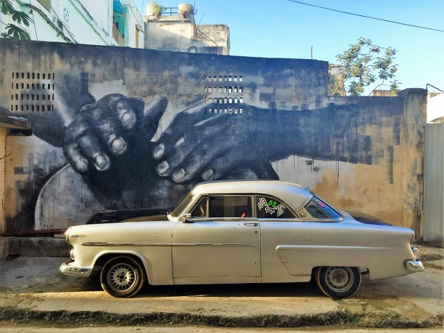 A mural in Havana with one of the ubiquitous antique autos.
