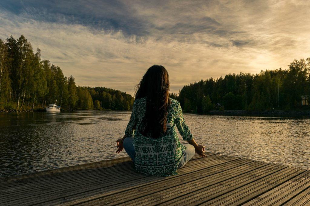 energizing yoga poses for travelers