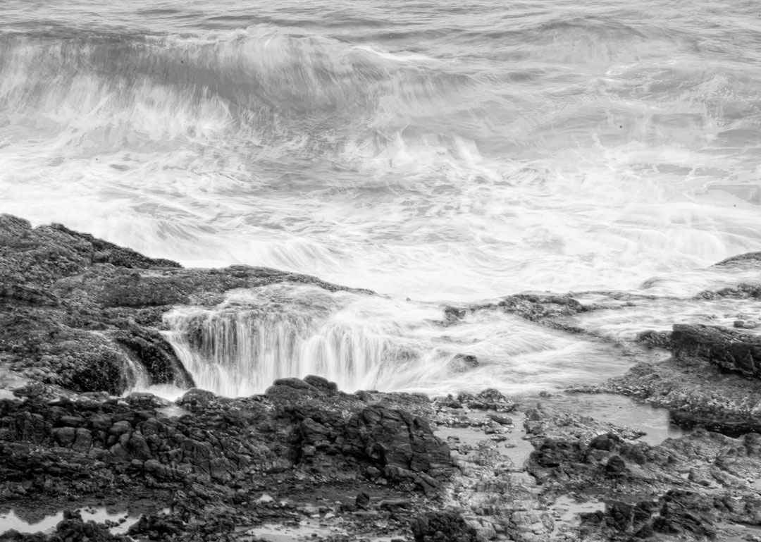 Thor's Well photographying the oregon coast